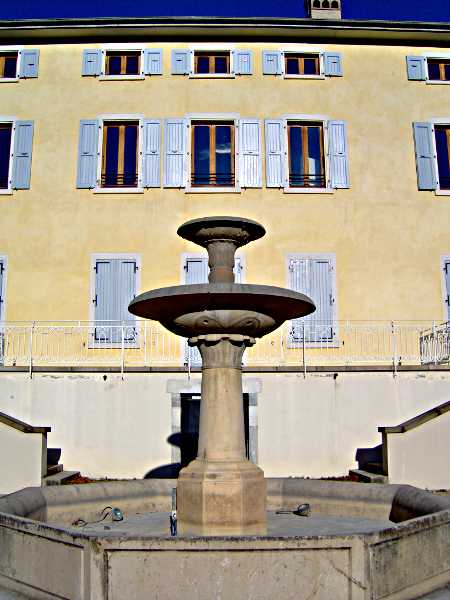Fontaine sur le parvis