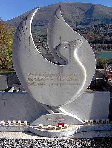 Vue de details de la tombe d'Olivier Messian